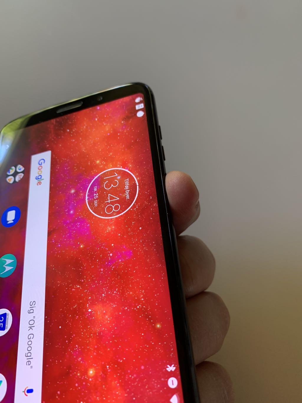 Fingeraftryksscanneren er ret svær at nå på Moto Z3 Play