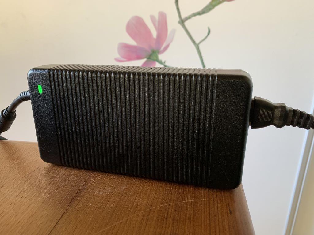 Strømforsyning til MSI GT75 Titan Pro. Foto Lars Bennetzen