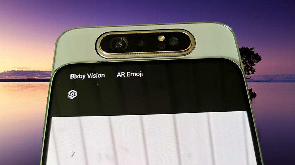 Samsung Galaxy A80. Kameraet er roteret til fronten. Foto: Lars Bennetzen