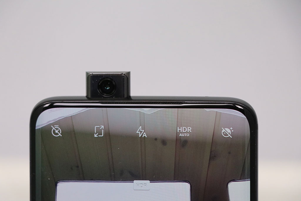 OnePlus 7 Pro. Det lille pop-up selfiekamera. Foto: Lars Bennetzen